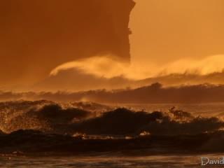 大波とイタンキ浜