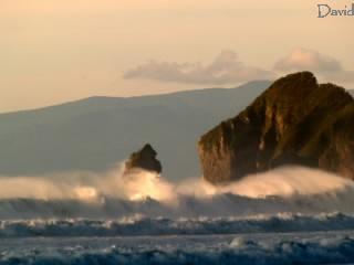 襲ってくる大波