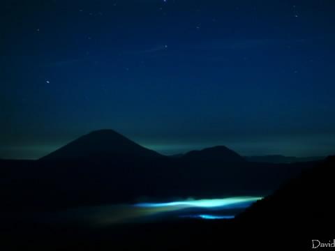 夜の羊蹄山