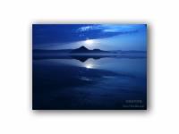 月明かりの湖の壁紙