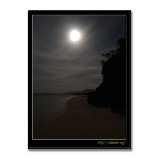 沖縄 月夜の砂浜