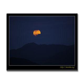 沖縄 山の向こうから昇る月