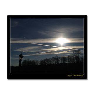 ケンタッキー州 飛行機雲飛び交う朝