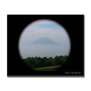 窓の向こうの羊蹄山