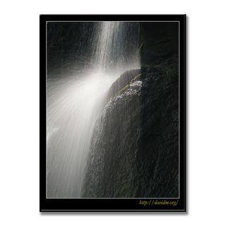 滝野すずらん公園 光を浴びた滝の流れ