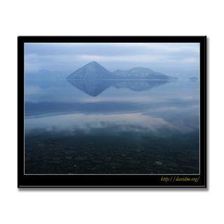 空が映る冬の洞爺湖