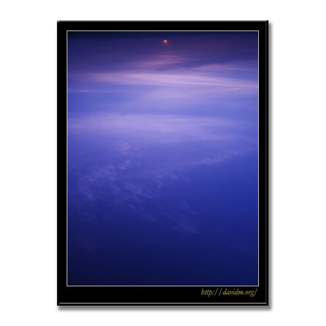 宇宙から見た地球の朝?