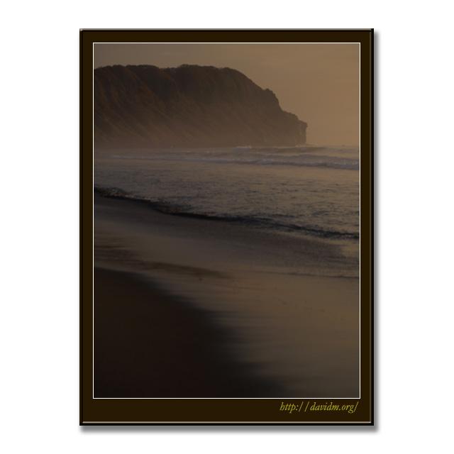 うっすらと霧がかったイタンキ浜