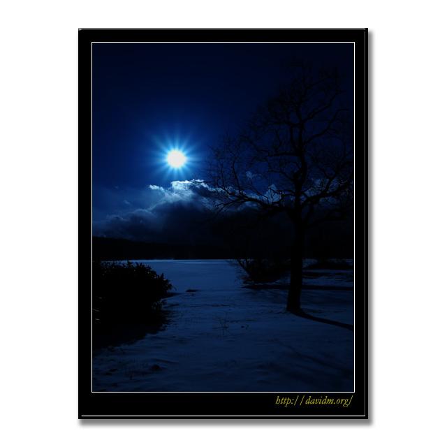 氷結した幌別ダムの月夜