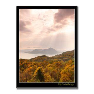 穏やかな秋の空と洞爺湖