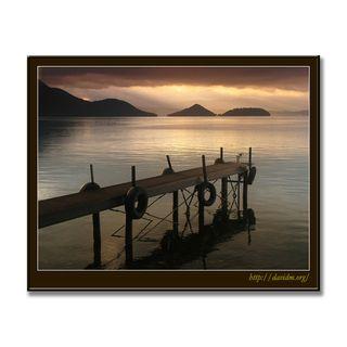 洞爺湖の小さな桟橋の朝