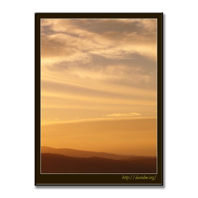 朝陽に描かれた雲の風景