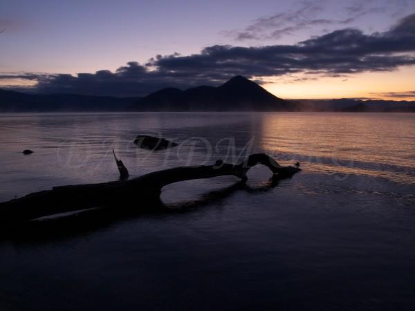 蒸気霧と洞爺湖の写真