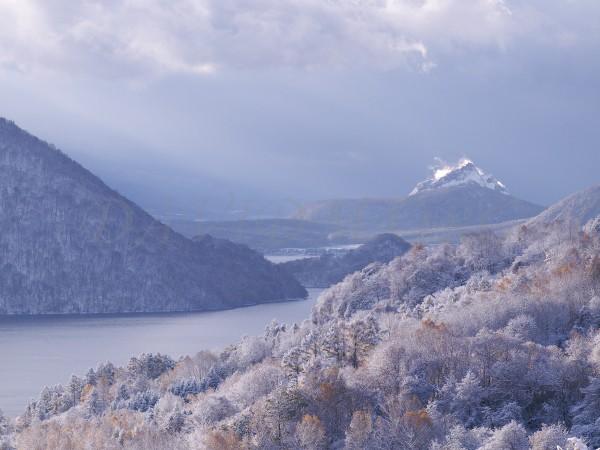 樹氷と昭和新山の写真