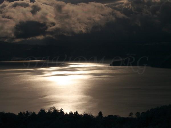 彩雲と洞爺湖の写真