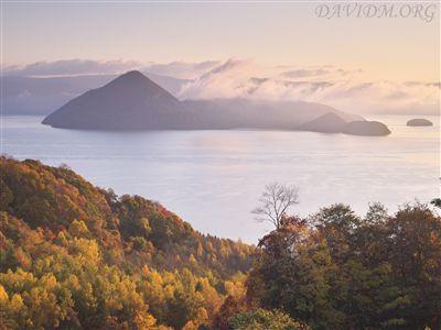 秋の洞爺湖の写真