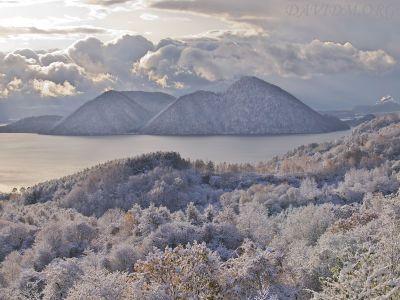 洞爺湖の初雪