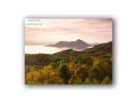洞爺湖を囲む秋の気配の壁紙