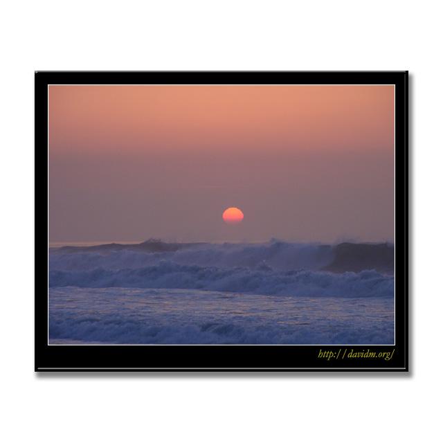 荒波のイタンキ浜