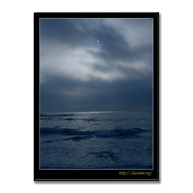 イタンキ浜の冬空