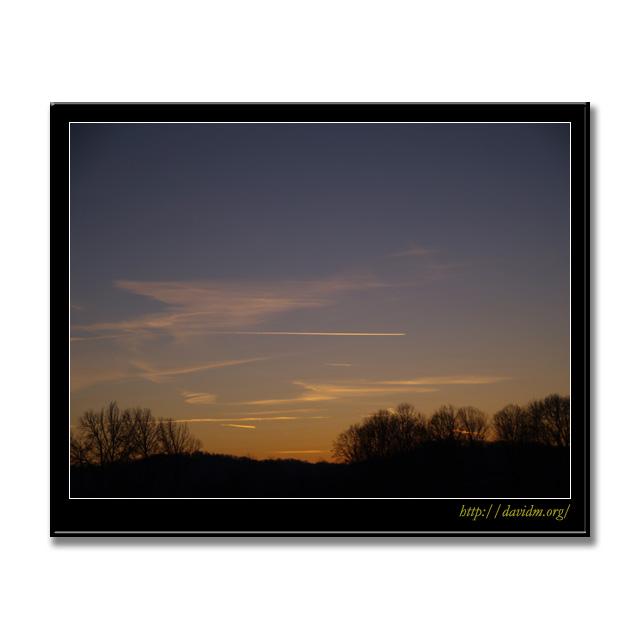 ケンタッキー州 朝焼けと飛行機雲