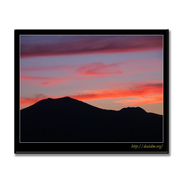 ニセコの空を染める夕陽