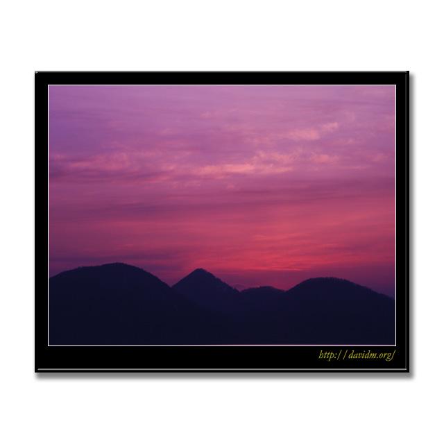 洞爺湖の空を染める夕陽