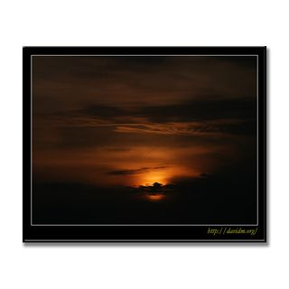 雲に隠れる絵鞆岬の夕陽