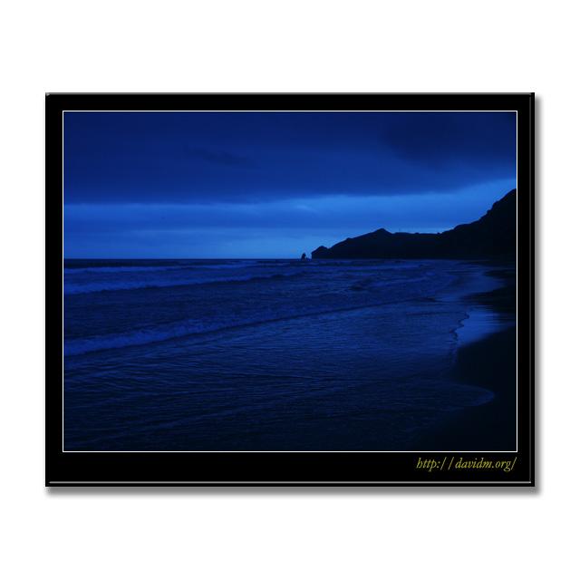 波が押し寄せるイタンキ浜