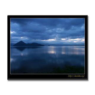 どんより曇った朝の洞爺湖