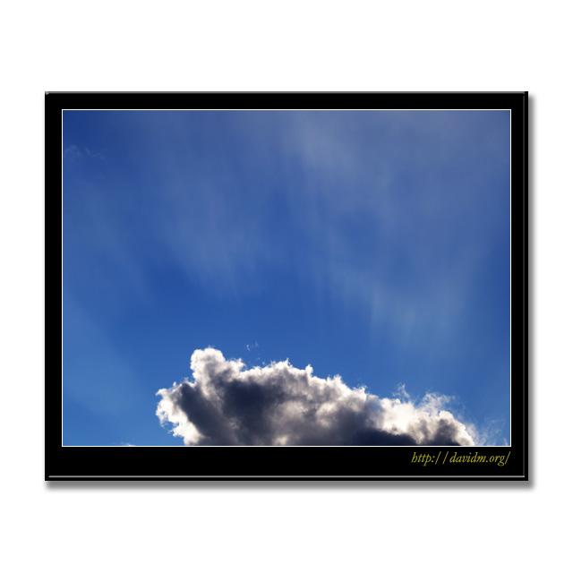 雲から放たれる光