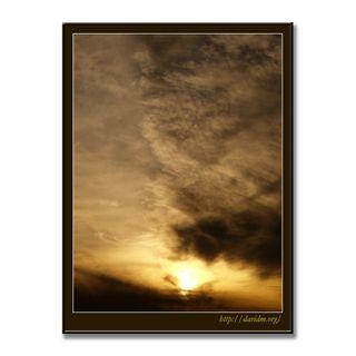 夕陽に染まるウールのような空