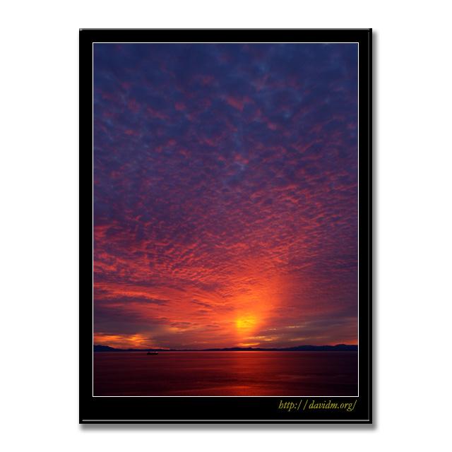 空を染め上げる室蘭の夕陽