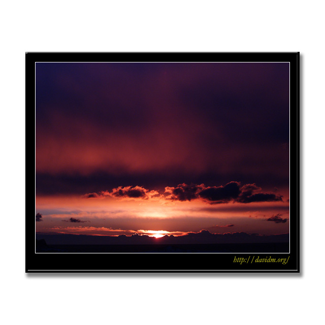 室蘭の空を染める朝陽