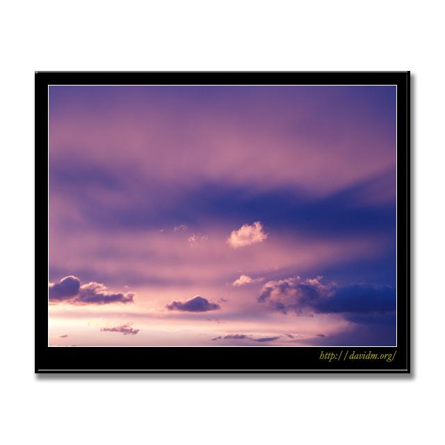 空を染める室蘭の朝陽