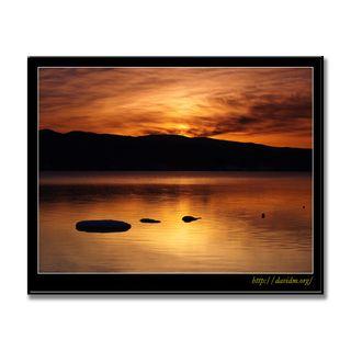 朝の洞爺湖と亀岩