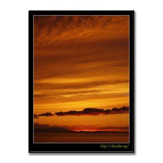 絵鞆の雲を染め上げる夕陽