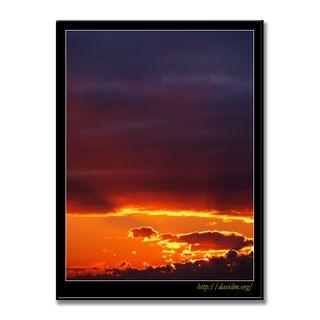 雲間から照らす朝の光