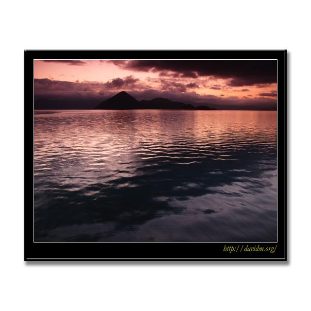メタリックに空を映す洞爺湖