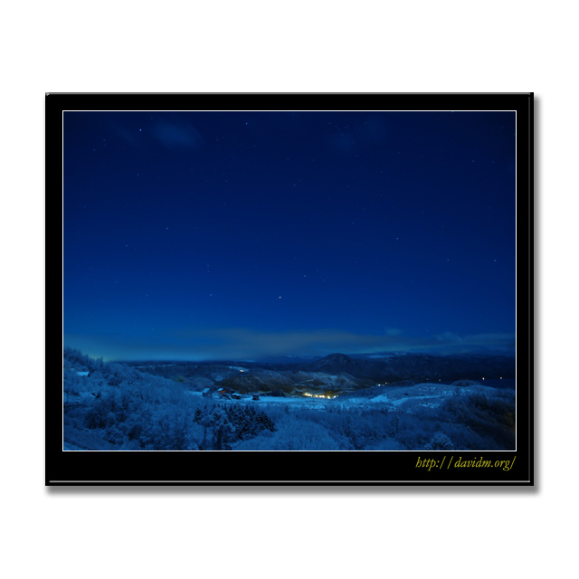 月明かりの樹氷と星空