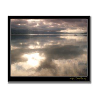 雲の風景に浮かぶ2艘のヨット