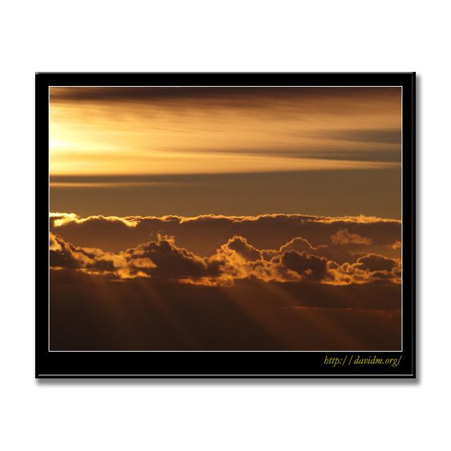 雲から射す光