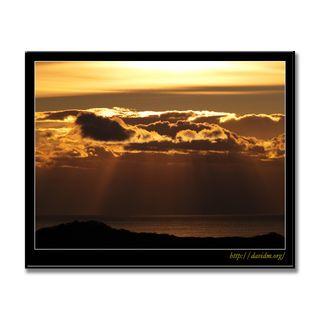 朝陽が降り注ぐ室蘭の海