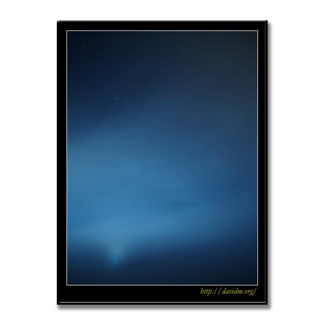 月明かりの雲から覗く星空