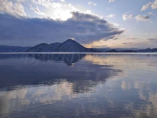 洞爺湖の朝の風景写真