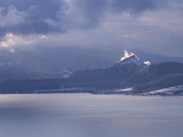 昭和新山と水蒸気の写真