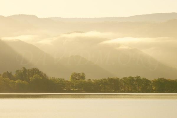 洞爺湖畔の朝の写真