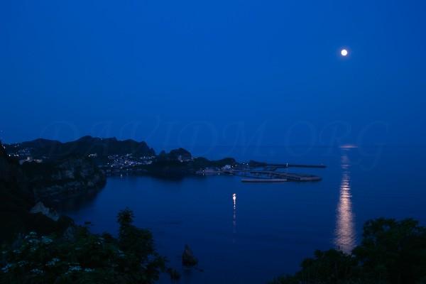 満月の追直漁港