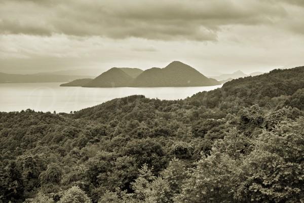 曇り空の洞爺湖の写真