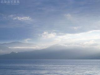 今月の壁紙: 洞爺湖対岸の朝